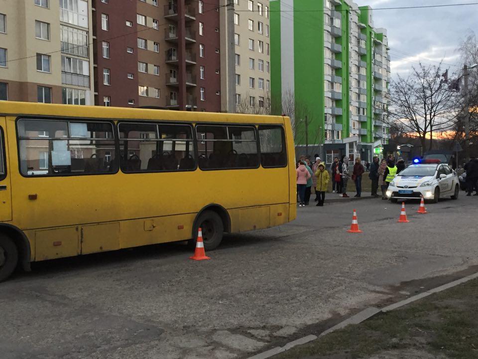 «Девушка переходила дорогу»: Во Львове водитель маршрутки насмерть сбил 10-летнюю школьницу. Все подробности