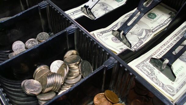 В Украине резко вырос в цене доллар