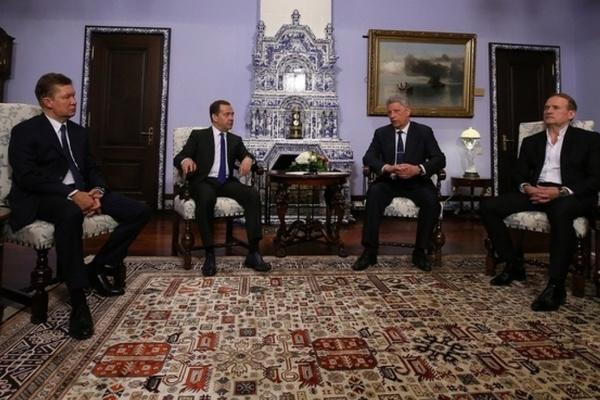 «Билет в один конец, позор на крови украинцев»: Сеть кипит после поездки Бойко и Медведчука в Москву