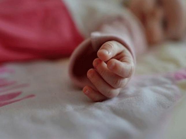 «Ребенок плакал и задыхался»: Под Киевом пьяный отец едва не «заморозил» младенца