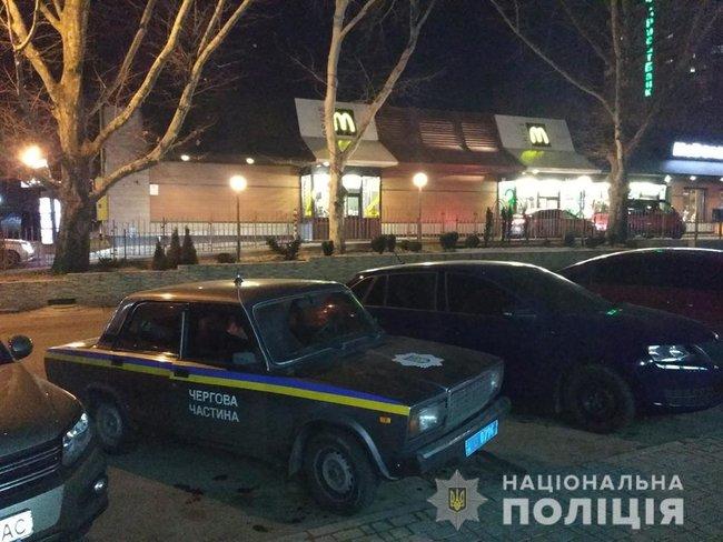 Стрельба посреди Николаева: мужчины не поделили место в очереди на McDrive