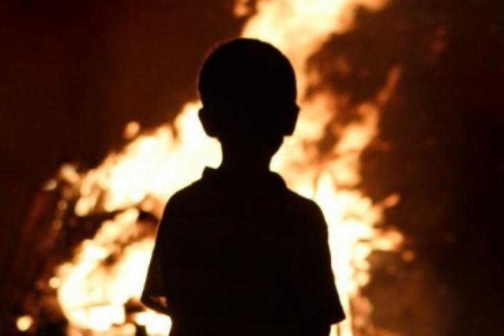 «Мальчик был заблокирован на балконе»: В Киеве на Троещине мужчина поджег квартиру с ребенком
