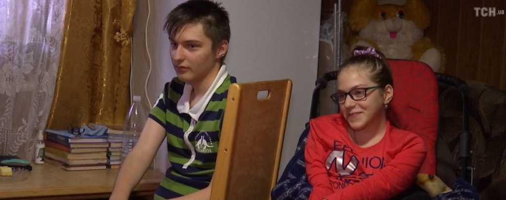 Об облегчении жизни двух больных редкой болезнью детей просит семья на Львовщине