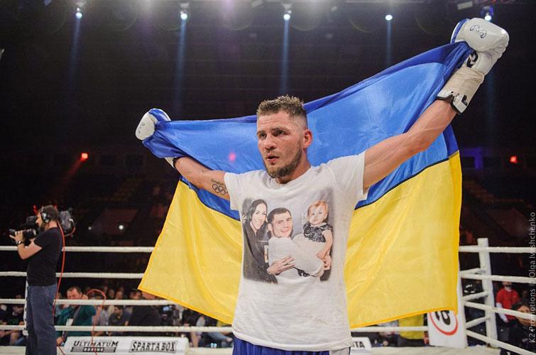 Непобедимый украинский боксер Денис Беринчик проведет первую защиту титула WBO International на родине