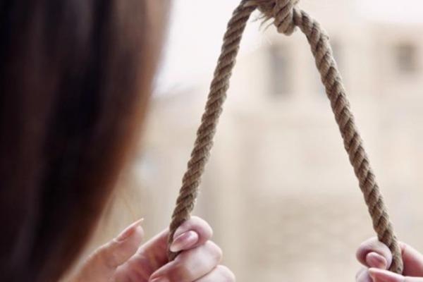 Стояла на коленях, а на шее удавка: на Харьковщине ребенок покончил с собой