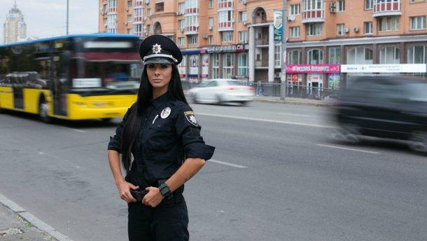 Был доставлен в больницу с тяжелыми травмами, не успели спасти: в Харькове полицейская насмерть сбила пешехода