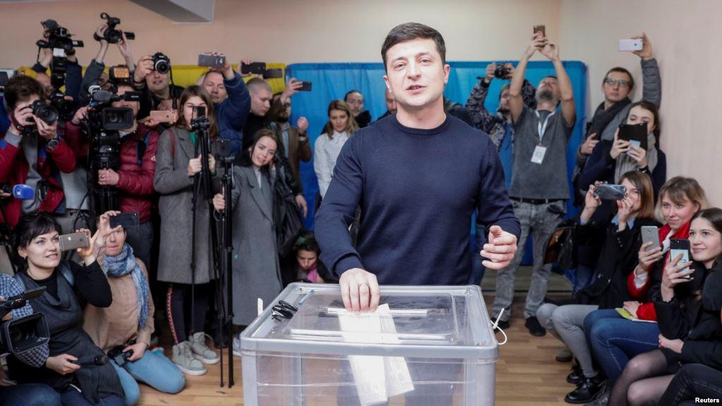 Данные экзит-полов: Шоумен Владимир Зеленский получил больше всего голосов на юге и востоке Украины