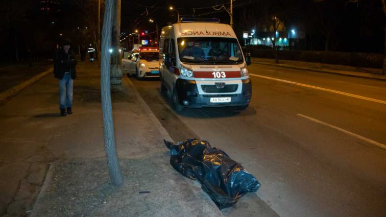 Автомобиль протащил пешехода более ста метров: Смертельное ДТП в столице