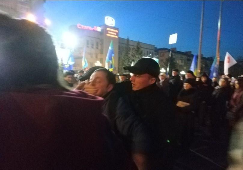 Где Лазаренко? На митинге Тимошенко «титушки» набросились на мужчину