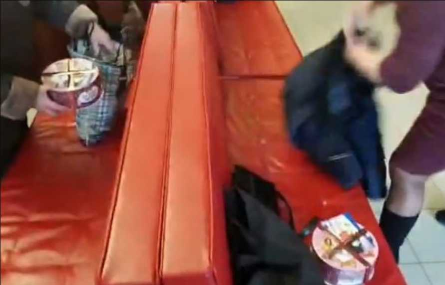 Торт вместо 1000 гривен: депутаты БПП устроили раздачу «Roshen» в Киеве