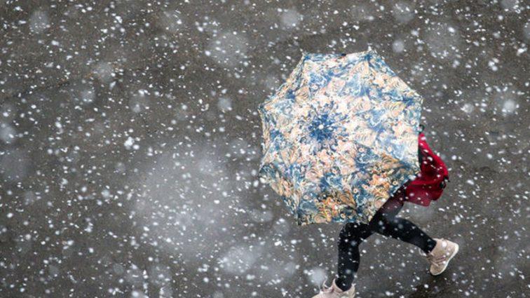 «Положите кирпич в карман»: В Украине объявили штормовое предупреждение