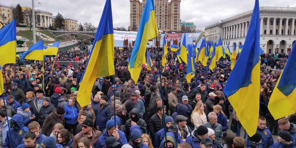 Собралось более 2000 граждан: На Майдане проходит митинг Нацкорпуса против Порошенко