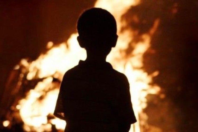 Направили в психбольницу: маленький мальчик сжег всю семью. Фото с места ЧП