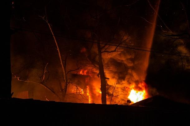 «Все выгорело дотла»: Под Киевом всю ночь горел военный завод