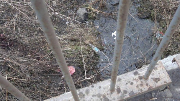 Родила, оставила в доме, а вечером отнесла умирать: Горе-мать выбросила в реку новорожденного ребенка
