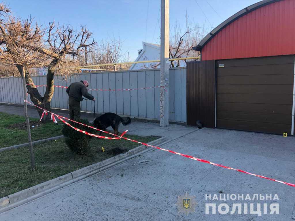 Бросил на землю перед собой: Один ребенок погиб, второй в больнице после взрыва в Запорожье