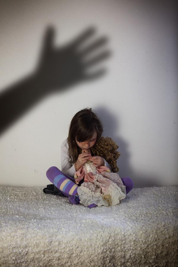 В Черниговской области задержали преступника, который изнасиловал свою маленькую дочь