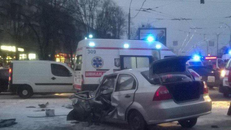 Жуткое ДТП с маршруткой: водителя пришлось вырезать из машины