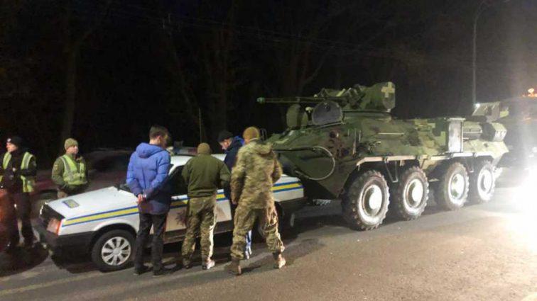 Отказали тормоза, остановить было невозможно: в Киеве БТР наехал на легковой автомобиль