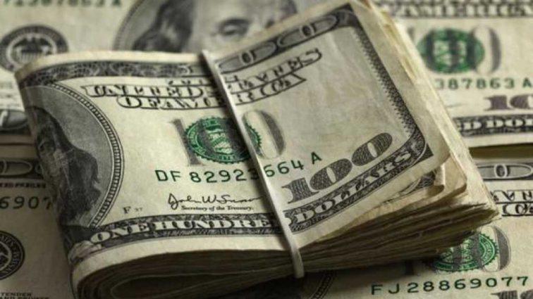 В Украине выросла цена на доллар и замерла на евро