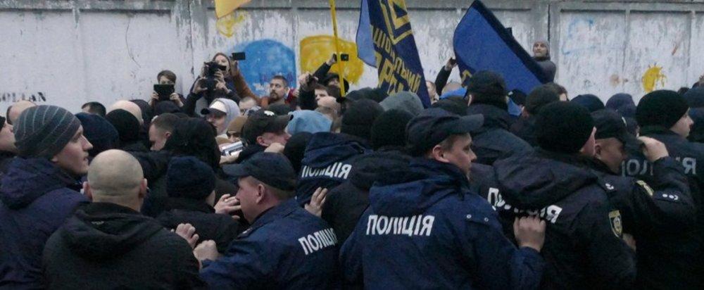 Во время акции протеста Нацкорпуса пострадала полицейская