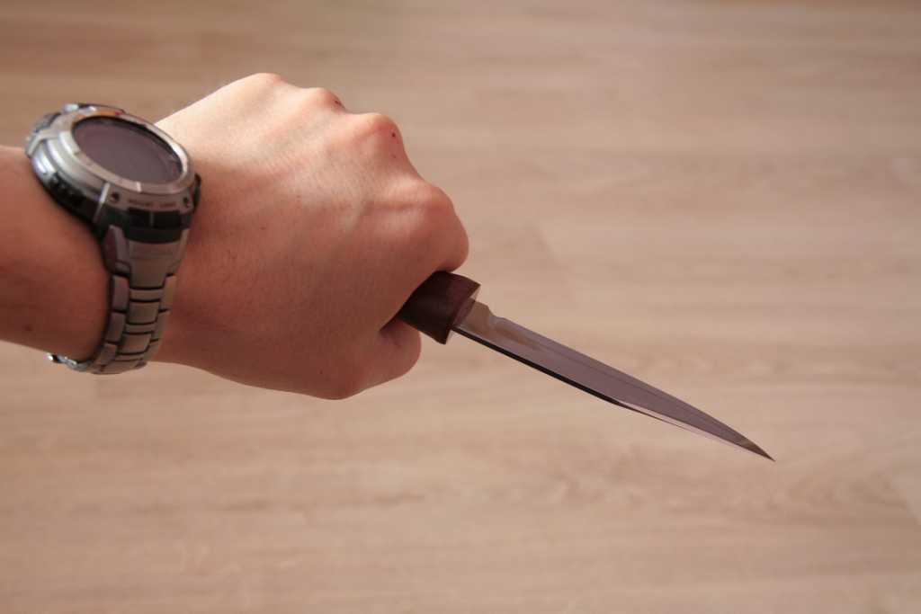 Угрожали ножом и требовали деньги: в Сумах подростки совершили ужасный уличный разбой