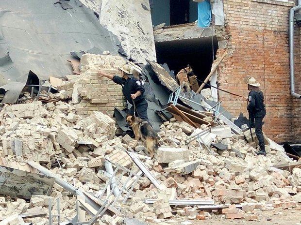 Обвал здания на территории железнодорожной станции в Киеве: сейчас известно о 3 пострадавших