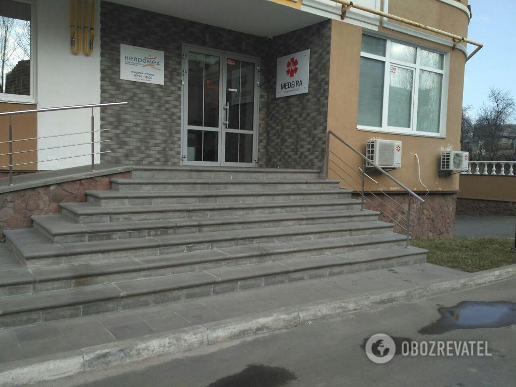 Подошел и выплеснул в лицо кислоту: известны детали ужасного нападения на врача в Киеве