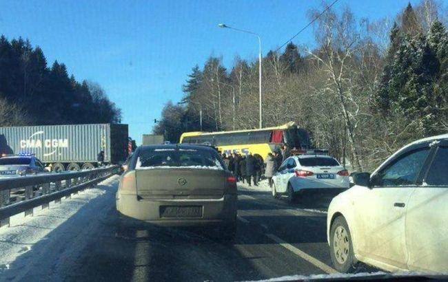 Столкнулись автобус и фура: В ДТП на трассе под Москвой пострадали четверо украинцев