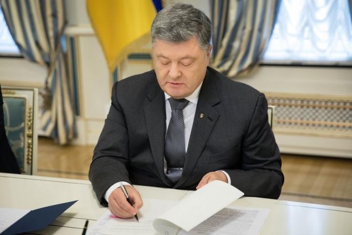 Петр Порошенко неожиданно уволил высокопоставленного чиновника. Однако просто так
