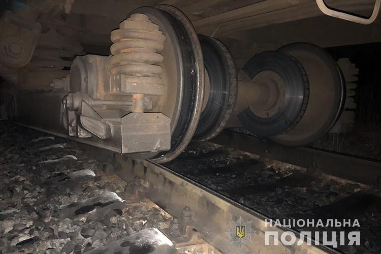 Тянул вагоны еще 160 метров: На Тернопольщине попал в аварию поезд с десятками пассажиров