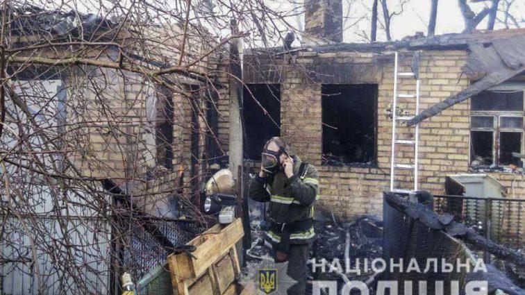 Родителей дома не было: Под Киевом в пожаре погибли два маленьких ребенка