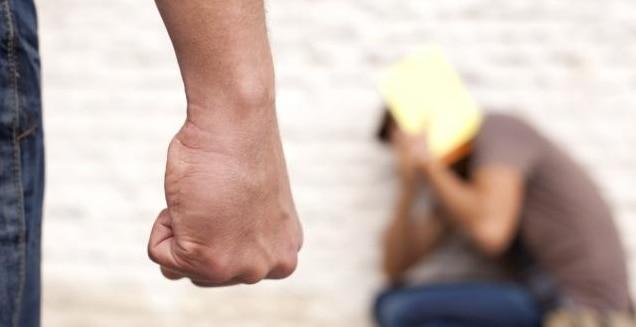 Жестокая драка в школе: учитель избил ученика