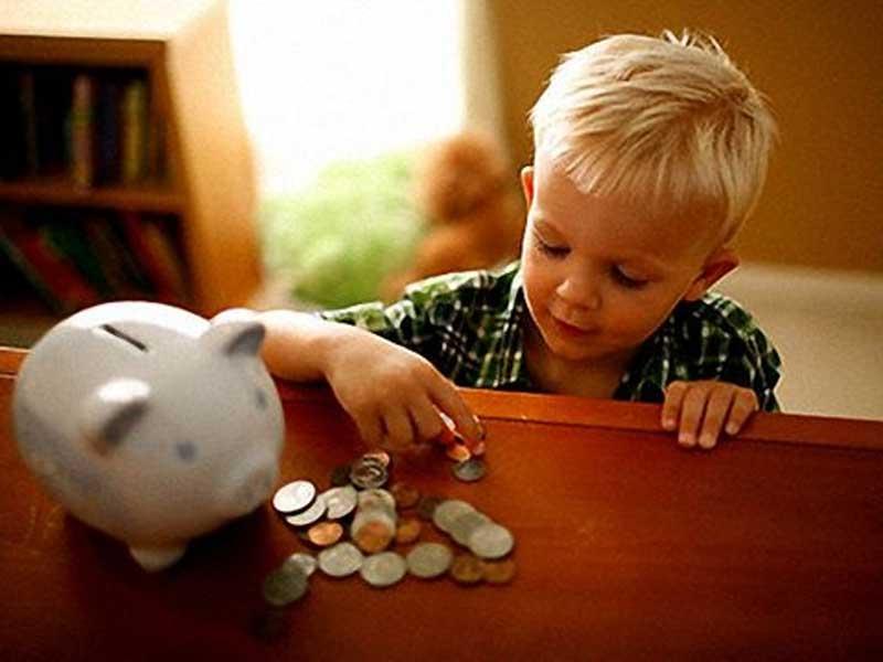 Более 2000 гривен: Многодетным украинским семьям будут платить ежемесячную помощь