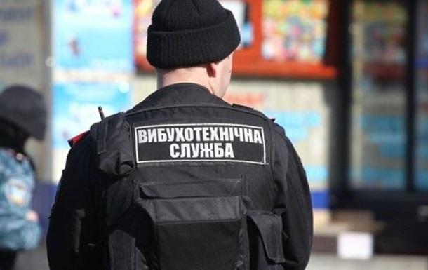 Спасательные службы проверяют территорию: В Киеве в одном из торговых центров ищут взрывчатку