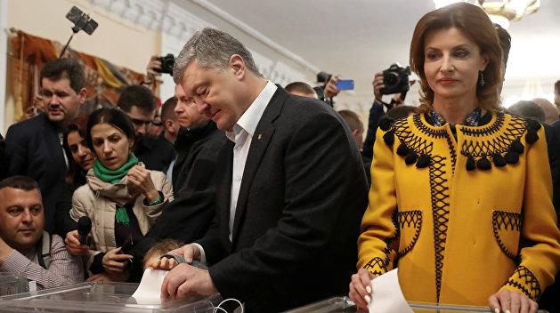 Перед приездом на участок посетил храм: Петр Порошенко проголосовал на выборах президента