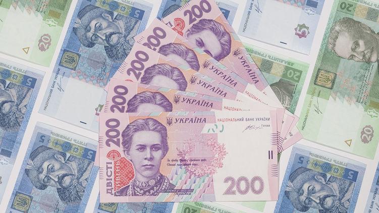 В Украине перестали платить больничные и декретные. Что происходит?