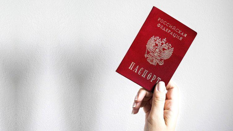 Путин подписал указ о выдаче российских паспортов жителям оккупированных районов Донецкой и Луганской областей