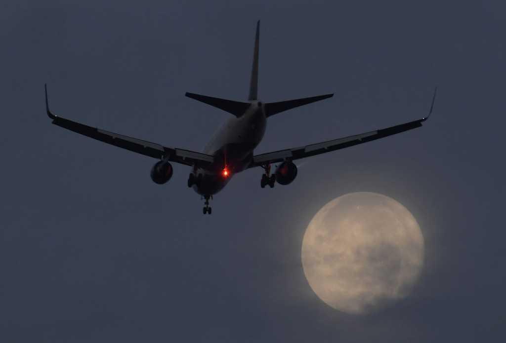 «Угрожают безопасности Украины»: Аваков объявил о запрете прямых авиаперелетов в России