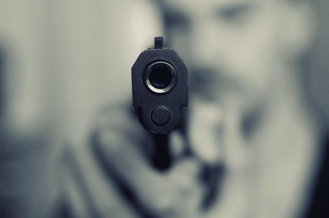 Хотел таким образом перевоспитать юношу: в Днепре мужчина выстрелил подростку в голову