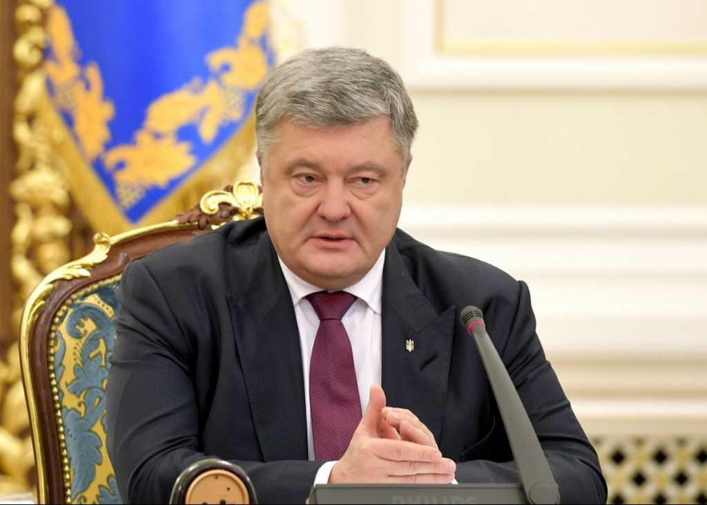 «Боится или не готов?»: В Порошенко ответили на вызов Зеленского