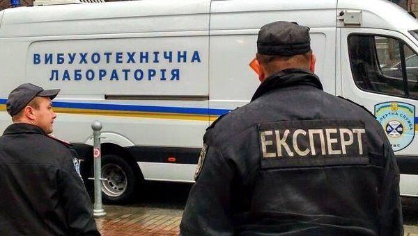 Опять сообщили о заминировании: Из аэропорта в Харькове эвакуировали 600 человек