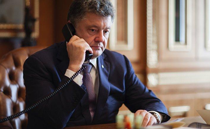 «Прошу вас поддержать мой курс»: Украинцам массово «звонит Порошенко» и зовет прийти на выборы