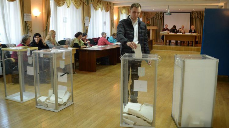 Жадность или желание сорвать выборы: Причины, по которым Порошенко не заполняет свои квоты в избиркомах