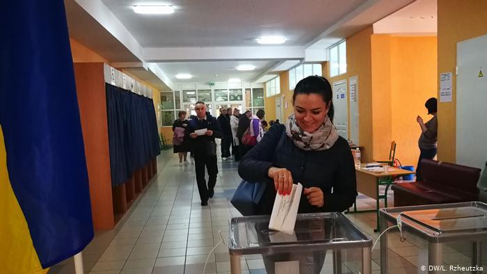 «Опять агитация!»: ЦИК официально объявила результаты первого тура выборов президента Украины
