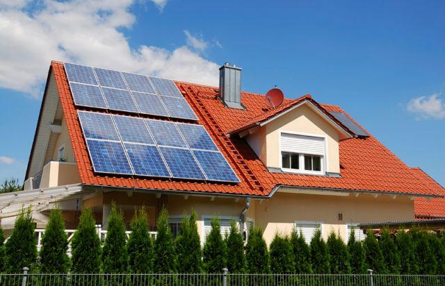 Больше не будет действовать «зеленый» тариф: В Украине запретили устанавливать домашние солнечные панели
