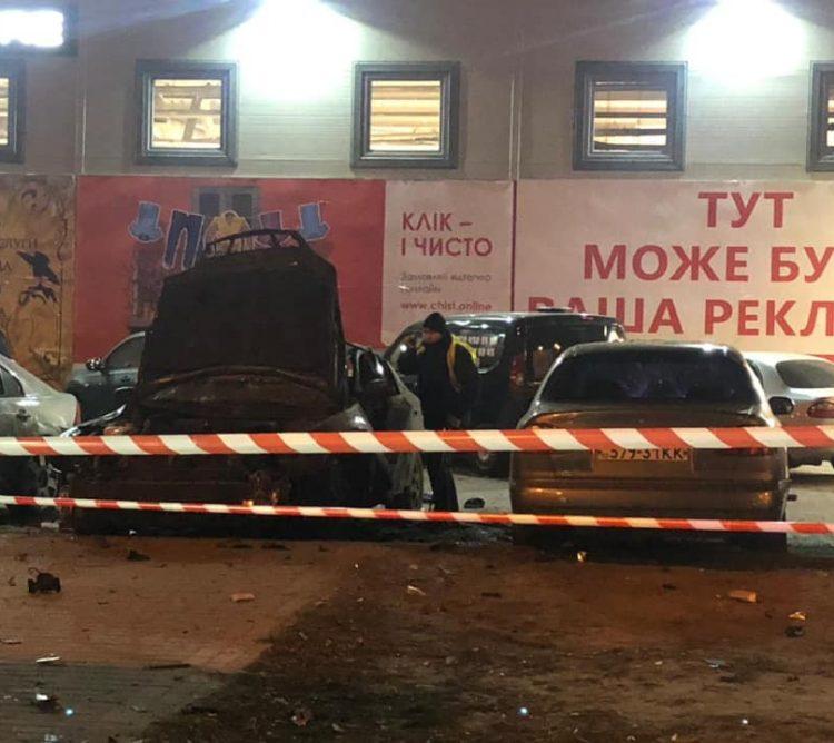 Взрыв произошел преждевременно: На парковке в Киеве взорвали автомобиль офицера украинских спецслужб