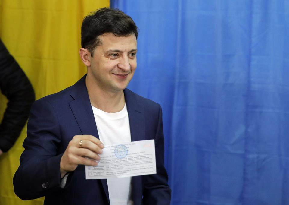 «Я вам его не показывал»: Владимир Зеленский во время голосования нарушил закон