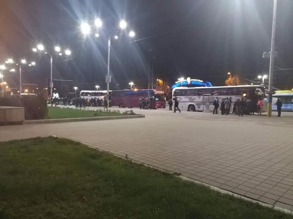 Массовка для Порошенко: при въезде в Киев образовался транспортный коллапс