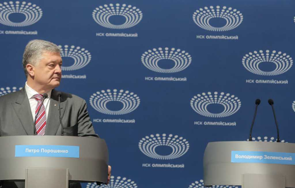 «Отговорки, стандартные обещания и оправдания»: О чем говорил Порошенко на сольных дебатах возле «Олимпийского»